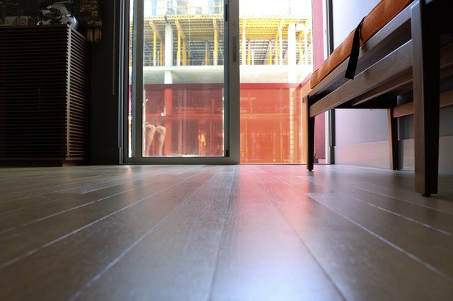 How The Professionals Buff Hardwood Flooring